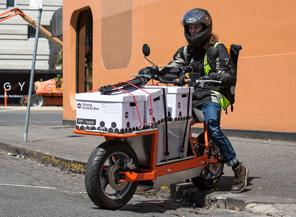 Innovatively cargo e-bike with carrying loads weighing up to 150 kg